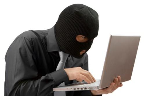 Rất nhiều vụ việc liên quan đến an ninh mạng được công bố như khách hàng bỗng dưng bốc hơi tài khoản ngân hàng, tin tặc tấn công website sân bay... Vì vậy, người mua hàng online cần phải cẩn trọng.