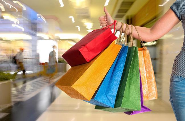 Mổ xẻ những ưu – nhược điểm khi mua sắm online và offline - Ảnh 2.